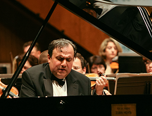 Yefim Bronfman dazzles in the Tchaikovsky concerto <br>Photo by Oded Antman