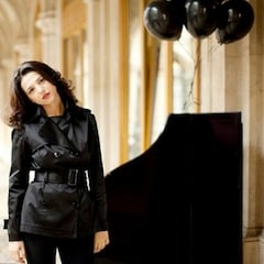 Khatia Buniatishvili<br>Photo by Julia Wesley