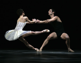 Damian Smith, with Muriel Maffre, in Yuri Possokhov's <em>Reflections</em>. Photos by Erik Tomasson