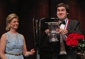 Cliburn Chairman Carla Thompson presents the gold medal and winner's cup to Kholodenko last year Photo by Ron T. Ennis/Fort Worth Star-Telegram