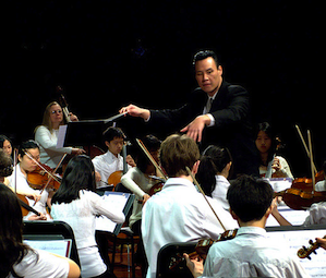 Eugene Sor leading young musicians