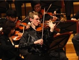 Kenneth Renshaw playing the Sibelius Violin Concerto, his prize-winning performance