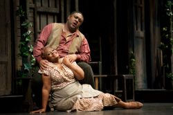 Gordon Hawkins (Porgy) and Lisa Daltirus (Bess)<br/>Photos by Elise Bakketun