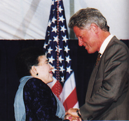 Licia Albanese receiving the Medal of Honor for the Arts from President Clinton