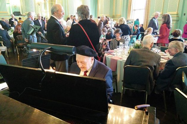 How typical: the crowd in the Green Room on Sunday was getting ready to celebrate Donald Pippin, while he busied himself with a quick piano warmup (Photo by Janos Gereben)