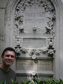 David Conte at the grave of Nadia Boulanger, Montmartre cemetery, 2007.