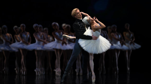 Yuan Yuan Tan and Tiit Helimets in Tomasson's <em>Swan Lake</em> (Photo by Erik Tomasson)